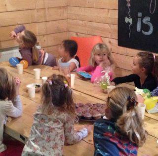 Jarige joppen en jetten vieren hun verjaardag gratis bij KidsZoo!